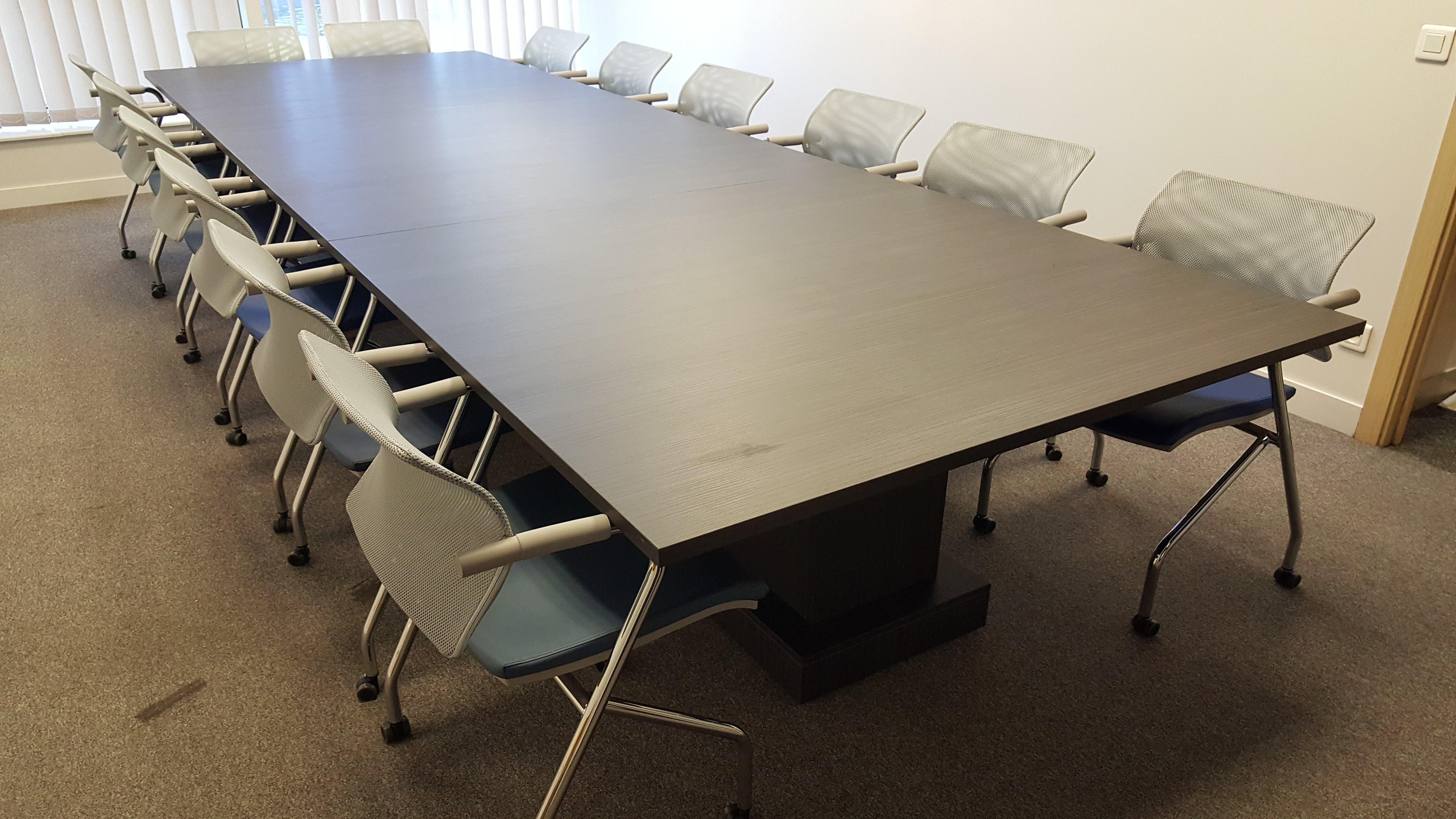 table de réunion composée de 3 parties
