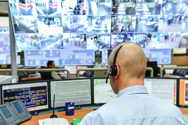 salle de contrôle avec vidéosurveillance